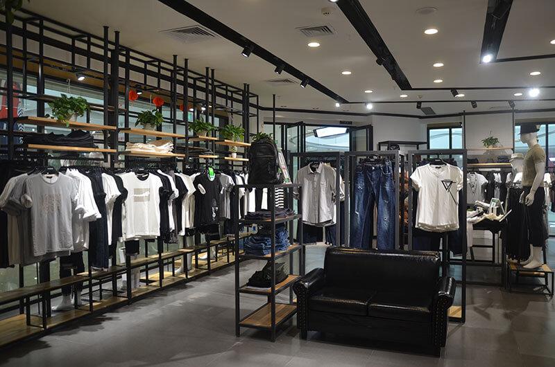尚型悦品服装、店面